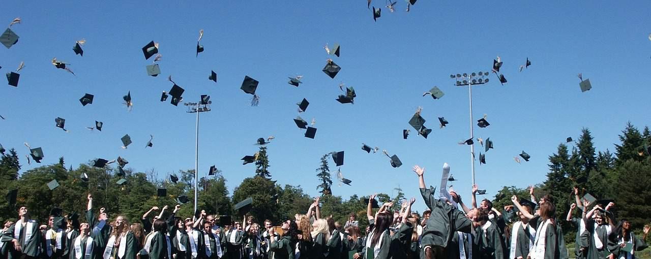 graduation 995042 1280 - L1 Droit